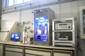 Sistema integrato per la misura dell'attività fotocatalitica dei materiali